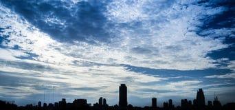 Dramatyczny miasta niebo Fotografia Royalty Free