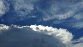 Dramatyczny niebieskie niebo z chmurami Fotografia Royalty Free