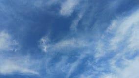 Dramatyczny niebieskie niebo z ciemnymi chmurami Zdjęcie Royalty Free