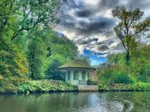Dramatyczny niebo nad Teahouse Fotografia Royalty Free