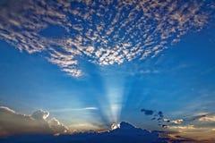 Dramatyczny niebo przy błękitną godziną Obrazy Royalty Free