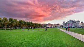 Dramatyczny niebo w Amsterdam, holandie zdjęcia stock