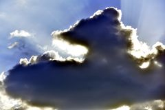 Dramatyczny niebo z chmurami i s?o?cem zdjęcie royalty free