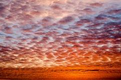 Dramatyczny niebo z chmurami przy zmierzchem Zdjęcia Royalty Free