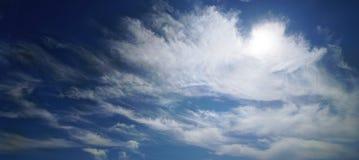 Dramatyczny panoramiczny widok chmury w niebie Grecja obraz stock