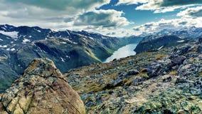 Dramatyczny widok górski Norwegia Zdjęcie Stock