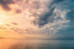Dramatyczny wschodu słońca Seascape Zdjęcie Royalty Free