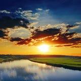 Dramatyczny zmierzch i rzeka Fotografia Stock