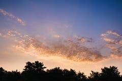 Dramatyczny zmierzch i wschodu słońca niebo Fotografia Royalty Free