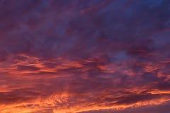 Dramatyczny zmierzch i wschodu słońca niebo Zdjęcia Stock