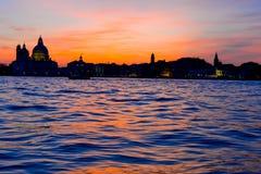 Dramatyczny zmierzch w Wenecja zdjęcie stock