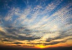 Dramatyczny zmierzchu niebo fotografia stock
