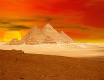 Dramma di tramonto delle piramidi Fotografie Stock