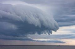 Dranatic avskyvärda moln Arkivfoton