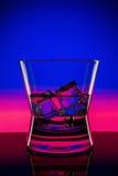 Drank in bar op zwarte Royalty-vrije Stock Foto's