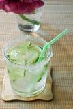 Drank met een citroen Royalty-vrije Stock Foto's