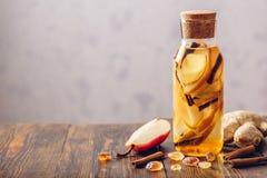 Drank met peer, kaneel, gember en suiker Royalty-vrije Stock Fotografie