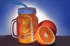 Drank met sinaasappel en ijs Stock Foto
