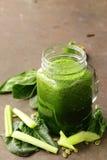 Drank met spinazie, selderie en pompoenzaden Royalty-vrije Stock Afbeelding
