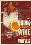 Drank overwogen wijn deze winter Overwogen de stijlaffiche van Wijn typografische uitstekende grunge met mok en citrusvrucht Retr vector illustratie