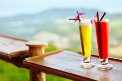 dranken De zomercocktails in Tropisch Restaurant Reis naar Thail stock fotografie