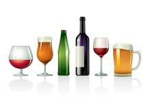 Dranken in glazen met flessen Royalty-vrije Stock Afbeeldingen