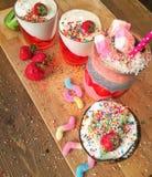 Dranken, smoothies, kokosnoot stock afbeelding