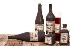 Drankjeflessen op houten kratten Royalty-vrije Stock Afbeelding