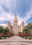 Drapacz chmur na barykadzie Stalin drapacz chmur Obrazy Stock