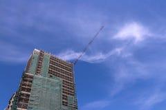 Drapacz chmur niebieskie niebo i budowa zdjęcia royalty free