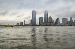 Drapacz chmur Nowy - dżersejowy brzeg widok od Bateryjnego parka obrazy royalty free