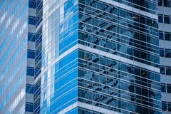Drapacz chmur robić z szkła i stali w w centrum Portland zdjęcia stock