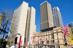 Drapacz chmur widok z zwyczaju domowym budynkiem jest ikonowym starym budynku projektem przy Kółkowym Quay, teraz gości historia  zdjęcia stock