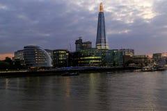 Drapacza chmur czerep i urząd miasta w jesień wieczór, Londyn Obraz Stock
