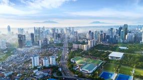 Drapacze chmur i Senayan stadium przy ranku czasem Fotografia Stock