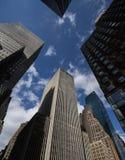 Drapacze chmur i niebieskie niebo Obrazy Stock
