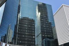 Drapacze chmur odbijający w drapaczach chmur, Chicago Zdjęcie Royalty Free