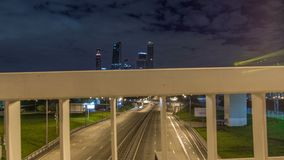 Drapacze chmur, przewieziony metropolii timelapse hyperlapse, ruch drogowy i światła samochody na, pas ruchu drodze i autostradac zdjęcie wideo