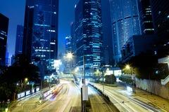 Drapacze chmur w Hong Kong centrali przy nocą Fotografia Stock