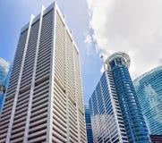Drapacze chmur w Jeden Raffles miejscu w centrum finansowym Singapur obrazy stock