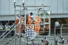 Drapeau à carreaux de finition au-dessus du speed-way Grand prix Image libre de droits