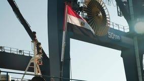 Drapeau égyptien sur le bateau banque de vidéos