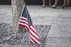 Drapeau américain à un mémorial Photographie stock libre de droits