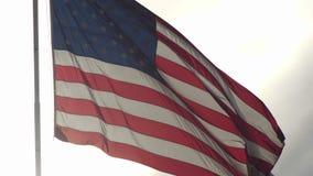 Drapeau américain écartant dans le vent clips vidéos