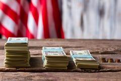 Drapeau américain, argent et pièces de monnaie Image libre de droits
