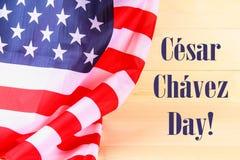 Drapeau américain au-dessus de fond en bois blanchi pendant des vacances des Etats-Unis Jour de Cesar Chavez Photo libre de droits