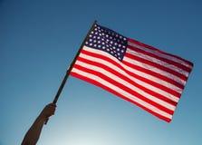 Drapeau américain avec la prise de bannière étoilée Photo stock