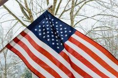 Drapeau américain avec le fond de neige d'hiver Images stock