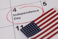 Drapeau américain avec le quatrième du calendrier de juillet Photos libres de droits