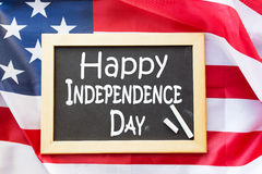 Drapeau américain d'ands de tableau noir le Jour de la Déclaration d'Indépendance Photo stock